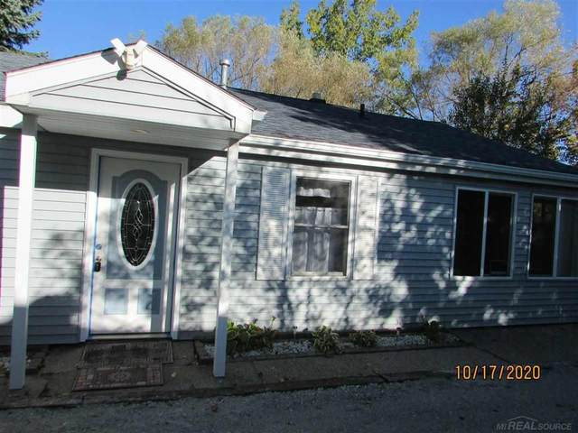 5264 Lakeshore, Fort Gratiot, MI 48059 (MLS #58050026768) :: The John Wentworth Group
