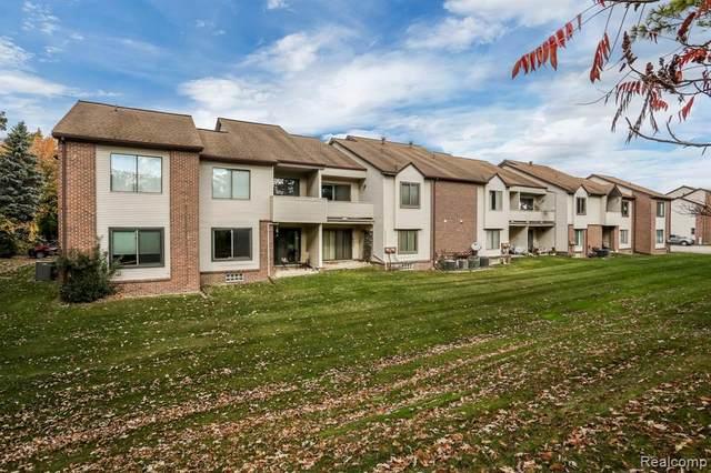 6640 Ridgefield Circle #204, West Bloomfield Twp, MI 48322 (MLS #2200086621) :: The John Wentworth Group