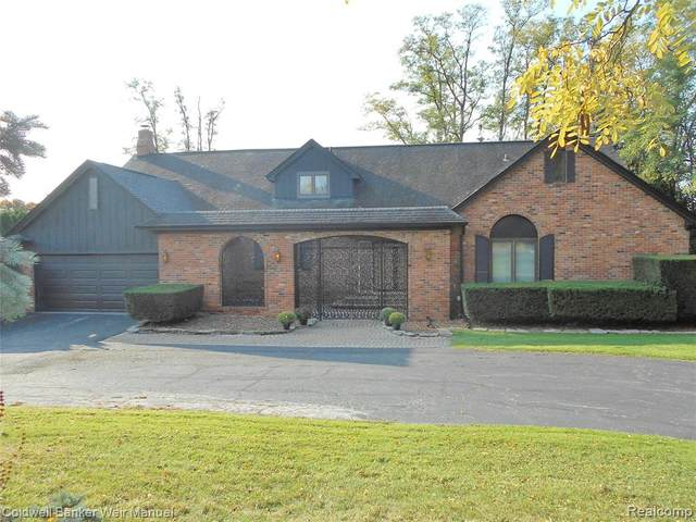 3449 Lone Pine Road, West Bloomfield Twp, MI 48323 (MLS #2200086623) :: The John Wentworth Group