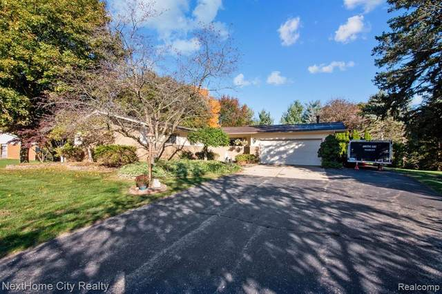6077 Robin Hill, Washington Twp, MI 48094 (MLS #2200086686) :: The John Wentworth Group