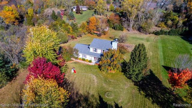 4949 Houghton Drive, Hamburg Twp, MI 48169 (#2200086745) :: The Mulvihill Group