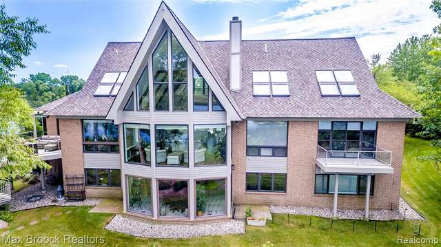 1136 Norminister End, Bloomfield Twp, MI 48302 (MLS #2200086852) :: The John Wentworth Group