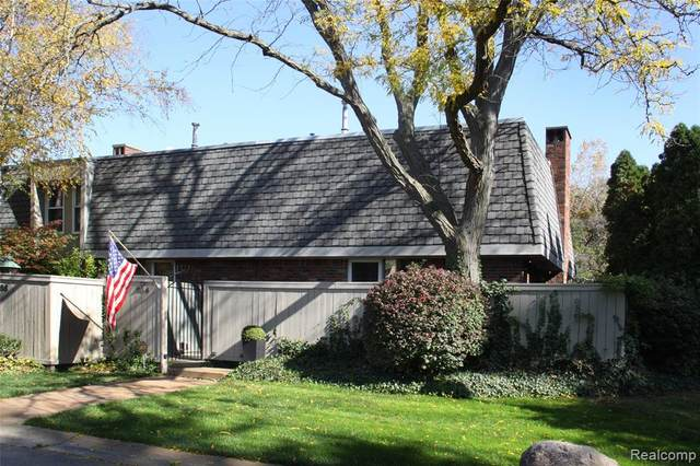 964 Stratford Lane, Bloomfield Hills, MI 48304 (#2200087214) :: Novak & Associates
