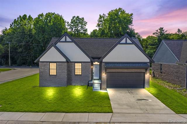 29376 Bayside Circle South, Chesterfield Twp, MI 48047 (MLS #2200087231) :: The Toth Team