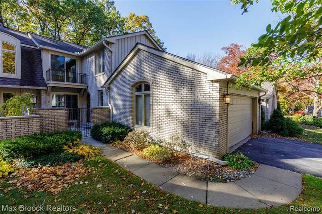 1150 Hillpointe Circle, Bloomfield Twp, MI 48304 (#2200087404) :: Keller Williams West Bloomfield