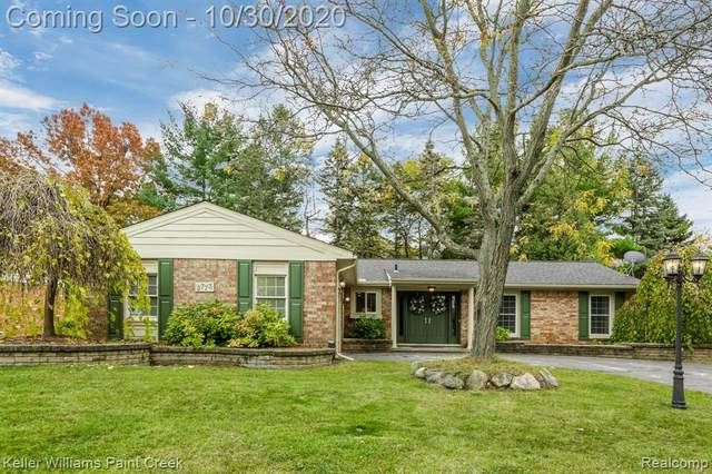 2773 Armstrong Drive, Orion Twp, MI 48360 (#2200087430) :: The Merrie Johnson Team