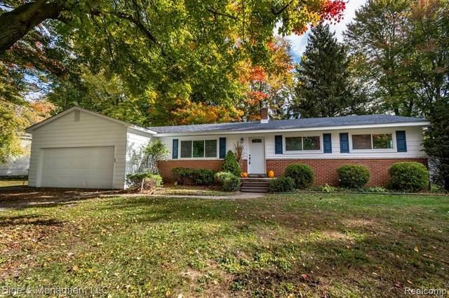 828 Townsend Cresent West, Algonac, MI 48001 (#2200087434) :: Duneske Real Estate Advisors