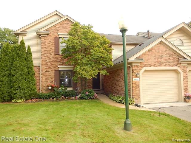 29825 Indian Trail, Farmington Hills, MI 48331 (#2200087657) :: Keller Williams West Bloomfield