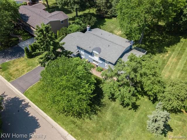 4536 Valleyview Drive, West Bloomfield Twp, MI 48323 (#2200087713) :: The Merrie Johnson Team