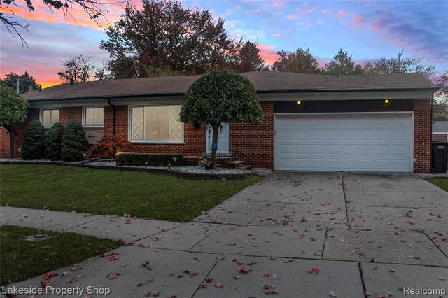 23054 Playview Street, Saint Clair Shores, MI 48082 (#2200087734) :: The Merrie Johnson Team