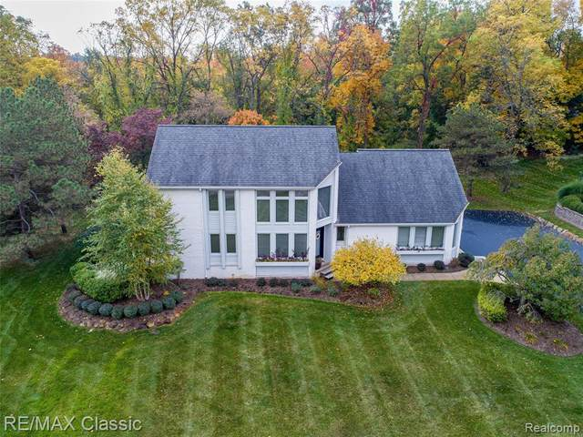 323 Heritage Drive, Milford Vlg, MI 48381 (#2200087772) :: The Mulvihill Group