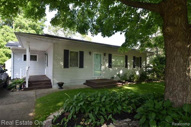1651 Maddox Street, West Bloomfield Twp, MI 48324 (MLS #2200087802) :: The John Wentworth Group