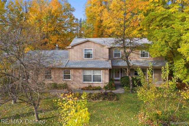25034 Skye Drive, Farmington Hills, MI 48336 (#2200087950) :: The BK Agency