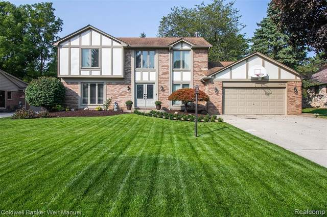 22945 Fox Creek, Farmington Hills, MI 48335 (#2200088015) :: The BK Agency