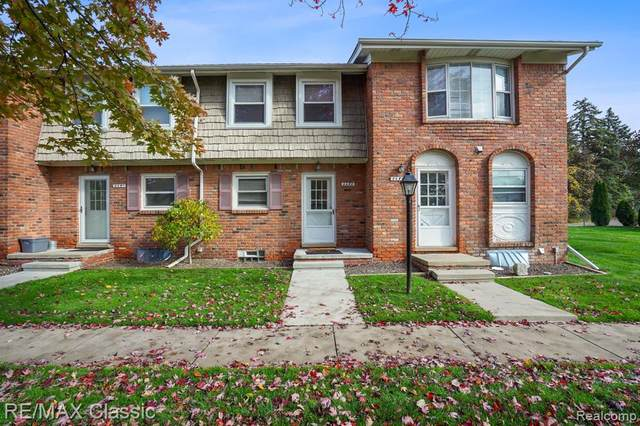 2683 Kingstowne Dr, Commerce Twp, MI 48390 (#2200088023) :: Robert E Smith Realty