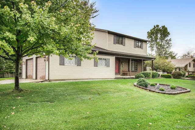 1927 Tiley Circle, Commerce Twp, MI 48382 (MLS #2200088082) :: The Toth Team