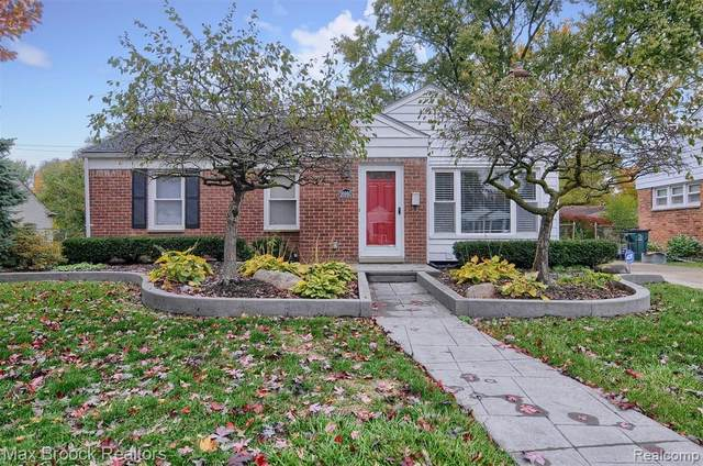 16980 Birwood Avenue, Beverly Hills Vlg, MI 48025 (MLS #2200088140) :: The John Wentworth Group