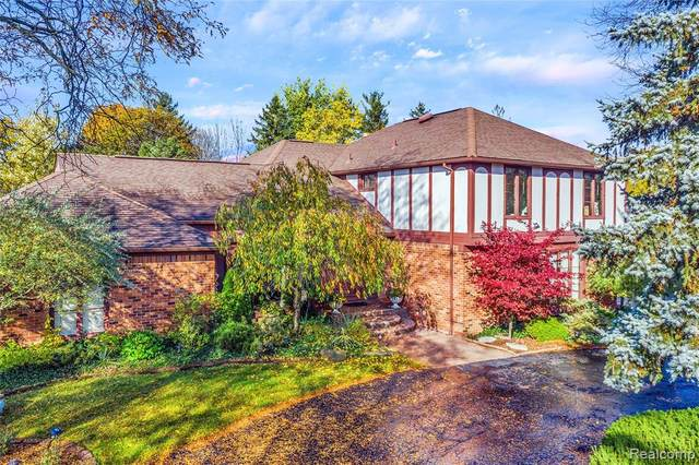 4264 Wabeek Lake Drive S, West Bloomfield Twp, MI 48302 (#2200088208) :: The Alex Nugent Team | Real Estate One
