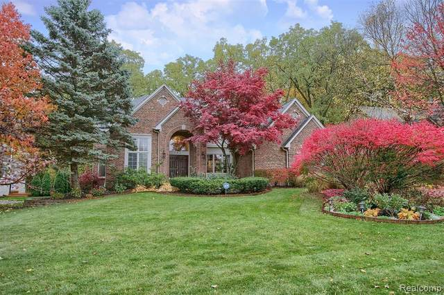 5927 Orchard Woods Drive, West Bloomfield Twp, MI 48324 (#2200088266) :: Alan Brown Group