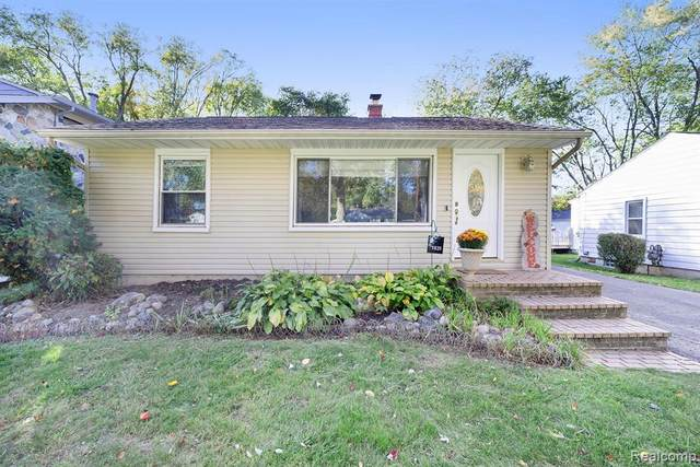 1831 Revere Road, Waterford Twp, MI 48328 (MLS #2200088364) :: The John Wentworth Group