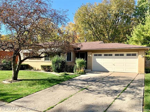 35623 Blairmoor Drive, Clinton Twp, MI 48035 (#2200088426) :: The Alex Nugent Team | Real Estate One