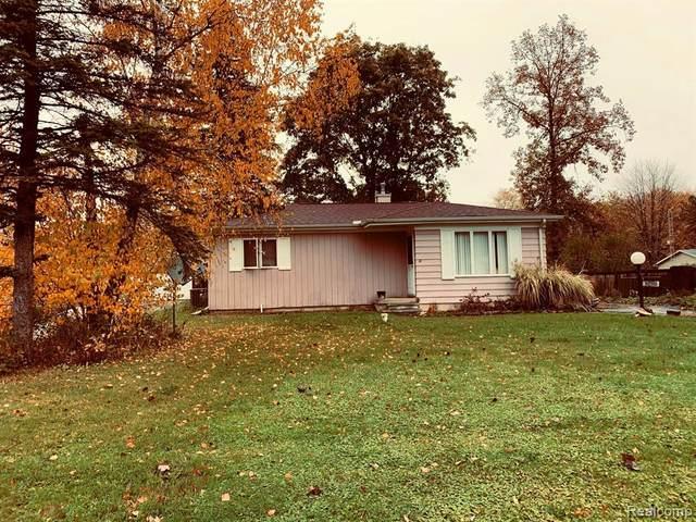 1083 Carlson Drive, Burton, MI 48509 (#2200088468) :: The Alex Nugent Team   Real Estate One