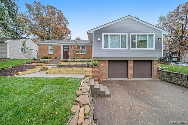 7175 Richardson Road, West Bloomfield Twp, MI 48323 (#2200088504) :: The Alex Nugent Team | Real Estate One