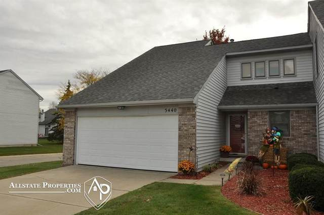 5440 Country Hearth Ln. Unit 11, Grand Blanc Twp, MI 48439 (MLS #5050027542) :: The John Wentworth Group