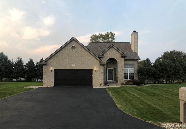 5063 Meadowbrook Lane S, Flushing Twp, MI 48433 (#2200089049) :: The Merrie Johnson Team