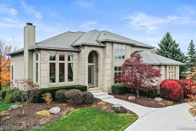 7122 Yarmouth Drive, West Bloomfield Twp, MI 48322 (#2200089055) :: Alan Brown Group