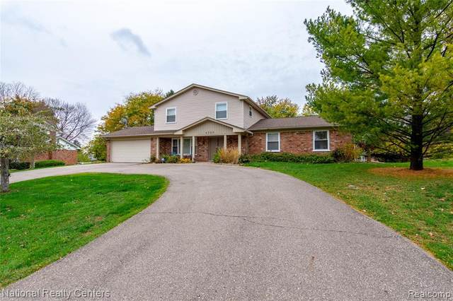 4260 Iverness Lane, West Bloomfield Twp, MI 48323 (#2200089187) :: Alan Brown Group