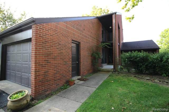 3 Brookwood Lane #36, Dearborn, MI 48120 (#2200089500) :: Robert E Smith Realty