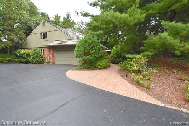 901 Bloomfield Club Court, Bloomfield Twp, MI 48301 (#2200089628) :: Alan Brown Group