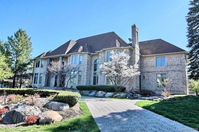 2417 Heronwood, Bloomfield Twp, MI 48302 (#2200089741) :: Alan Brown Group