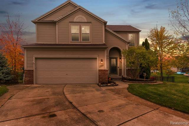 7854 Windemere Court, Waterford Twp, MI 48327 (#2200089843) :: BestMichiganHouses.com