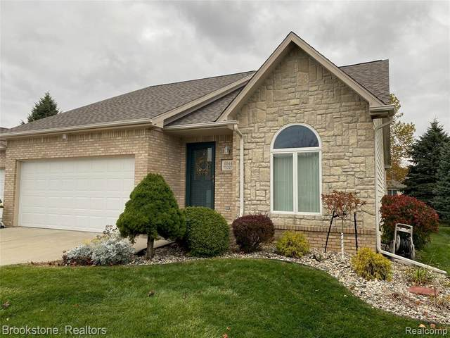 6044 Belmont Court, Grand Blanc Twp, MI 48439 (#2200089941) :: Novak & Associates