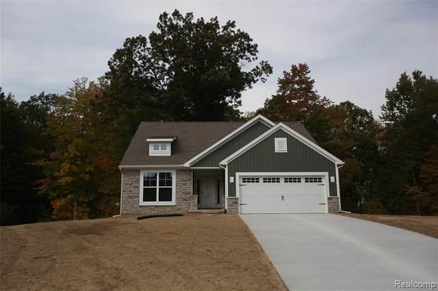 1033 Woods Edge Dr., Hartland Twp, MI 48353 (#2200089972) :: Keller Williams West Bloomfield
