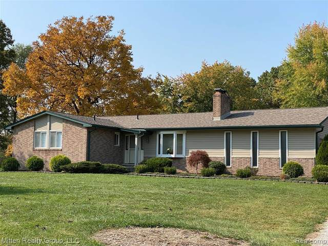 24700 Arsenal Road, Brownstown Twp, MI 48134 (#2200089999) :: Robert E Smith Realty