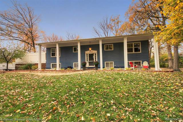 4340 Woodstock Road, Waterford Twp, MI 48328 (#2200090268) :: The Mulvihill Group