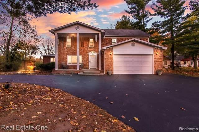 15506 Oak Drive, Livonia, MI 48154 (#2200091351) :: Robert E Smith Realty