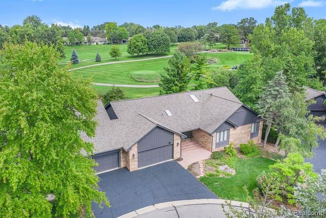 1894 Pine Ridge Court, Bloomfield Twp, MI 48302 (#2200091532) :: Keller Williams West Bloomfield