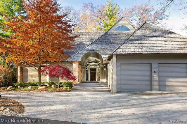 40 Scenic Oaks Drive N, Bloomfield Hills, MI 48304 (#2200092247) :: The Mulvihill Group
