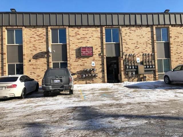 24025 Greater Mack Avenue, Saint Clair Shores, MI 48080 (#2200092939) :: The BK Agency
