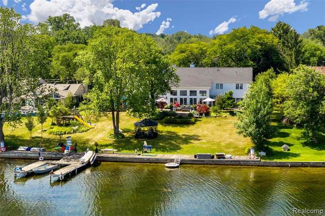 1914 Long Lake Shore Drive, Bloomfield Twp, MI 48302 (#2200092979) :: The Alex Nugent Team | Real Estate One