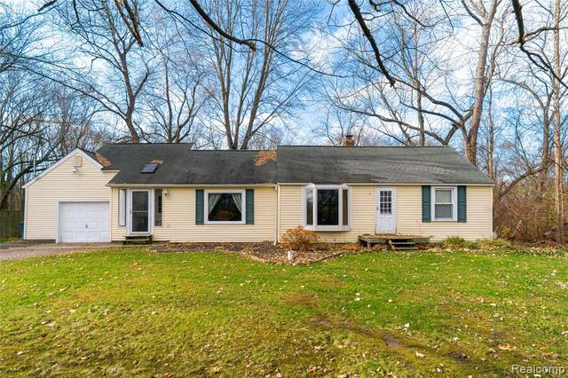 7024 Linden Road, Mundy Twp, MI 48473 (MLS #2200093119) :: The John Wentworth Group