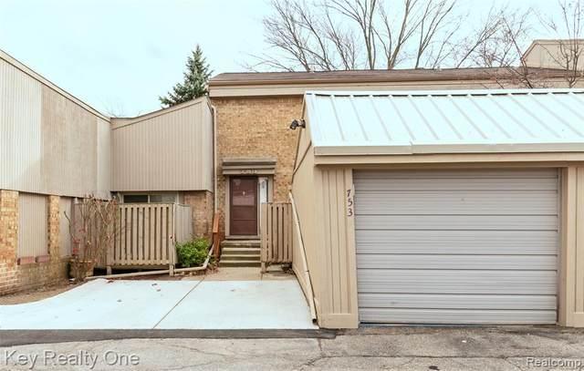 753 Oak Brook Ridge Drive, Rochester Hills, MI 48307 (#2200093296) :: Robert E Smith Realty
