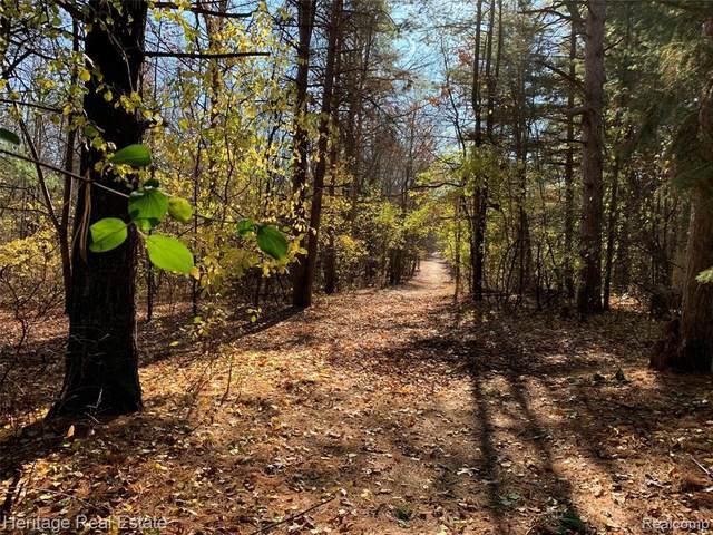 3045 Indianwood Road, Orion Twp, MI 48362 (#2200093483) :: Keller Williams West Bloomfield