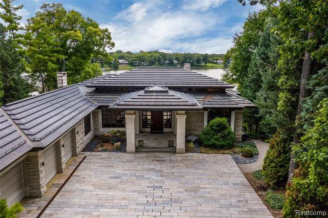 1439 Kirkway Road, Bloomfield Twp, MI 48302 (#2200093700) :: The Mulvihill Group