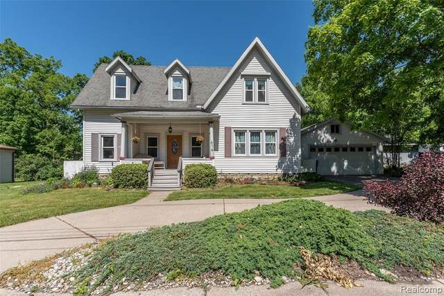 416 S Michigan Avenue, Howell, MI 48843 (MLS #2200094200) :: The John Wentworth Group