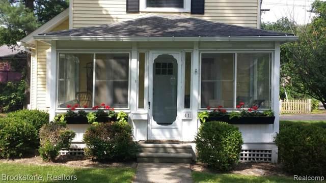 41 N Holcomb Road, Village Of Clarkston, MI 48346 (#2200094350) :: Keller Williams West Bloomfield